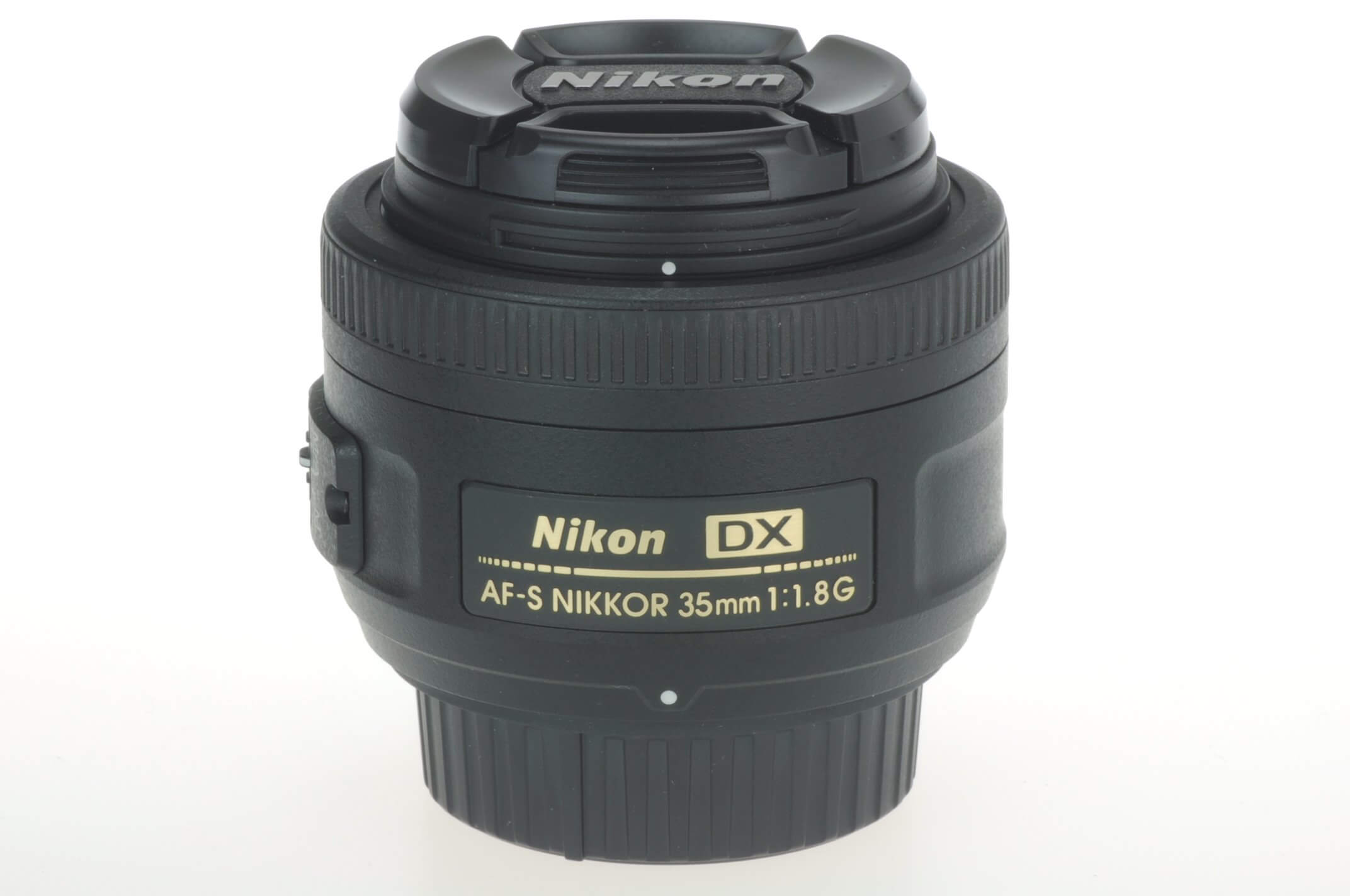 Nikon 35mm f1.8 AF-S Nikkor DX G lens, mint condition with hood