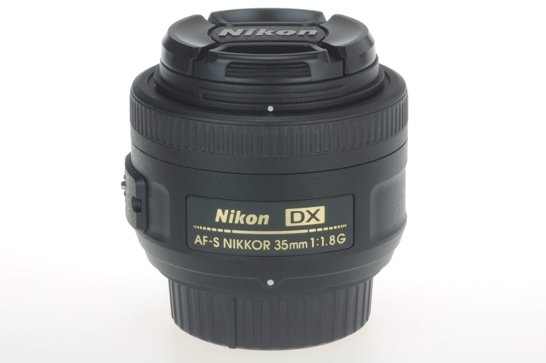 Nikon 35mm f1.8 AF-S Nikkor DX G lens, mint condition with hood