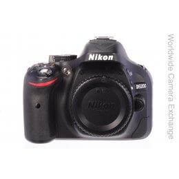 Nikon D5200 body, only 700 actuations, MINT!