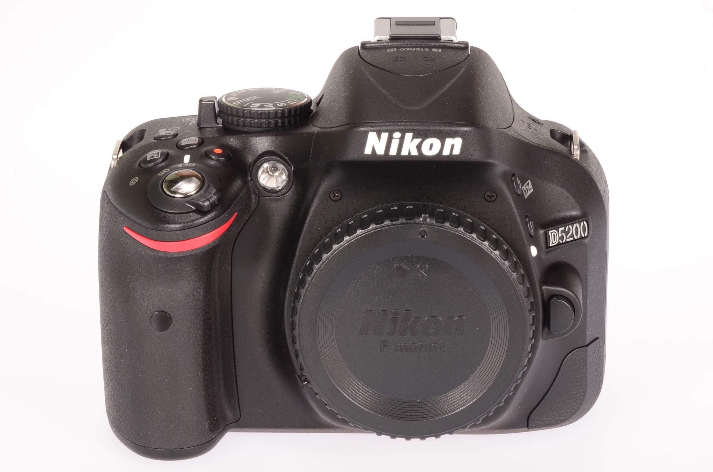 Nikon D5200 body, unused, 4 actuations!
